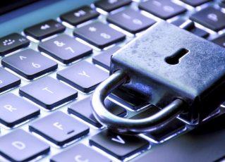 Cadeado e teclado de computador. Foto: Reprodução de Internet