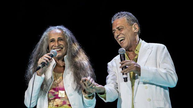 Maria Bethânia repete dueto com Chico Buarque, assim como no Show de Verão da Mangueira em 2016