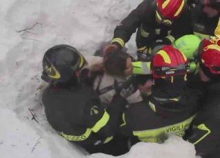 Resgate em hotel soterrado na Itália. Foto: Reprodução de TV