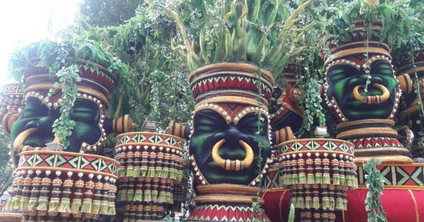 Diretor De Carnaval Deixa Tradicional Escola De Sp: UPM: Fotos Dos Carros Alegóricos E Vídeos De Convocação