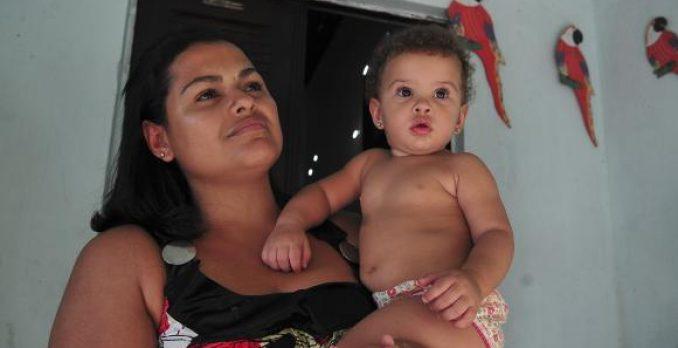 Mulher é a principal responsável por criança no domicílio. Foto: Antonio Cruz/Agência Brasil