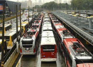 Ônibus estacionados. Foto: Agência Brasil