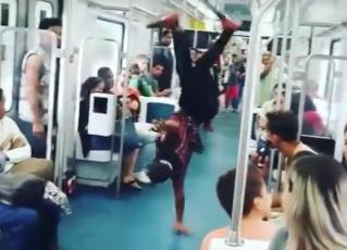 Passinho no trem. Imagem: Marcos Furtado