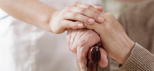 Cuidado com idoso. Foto: Reprodução de Internet