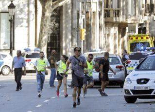 Van atropela pedestres no centro de Barcelona. Foto: Agência Brasil