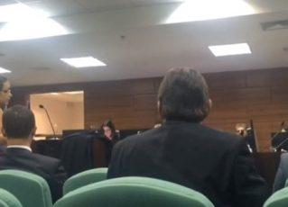 Desembargador ameaça deixar audiência por causa da roupa de advogada. Foto: Reprodução de Internet