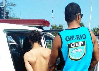 Adolescente apreendido pela Guarda Municipal. Foto: Divulgação