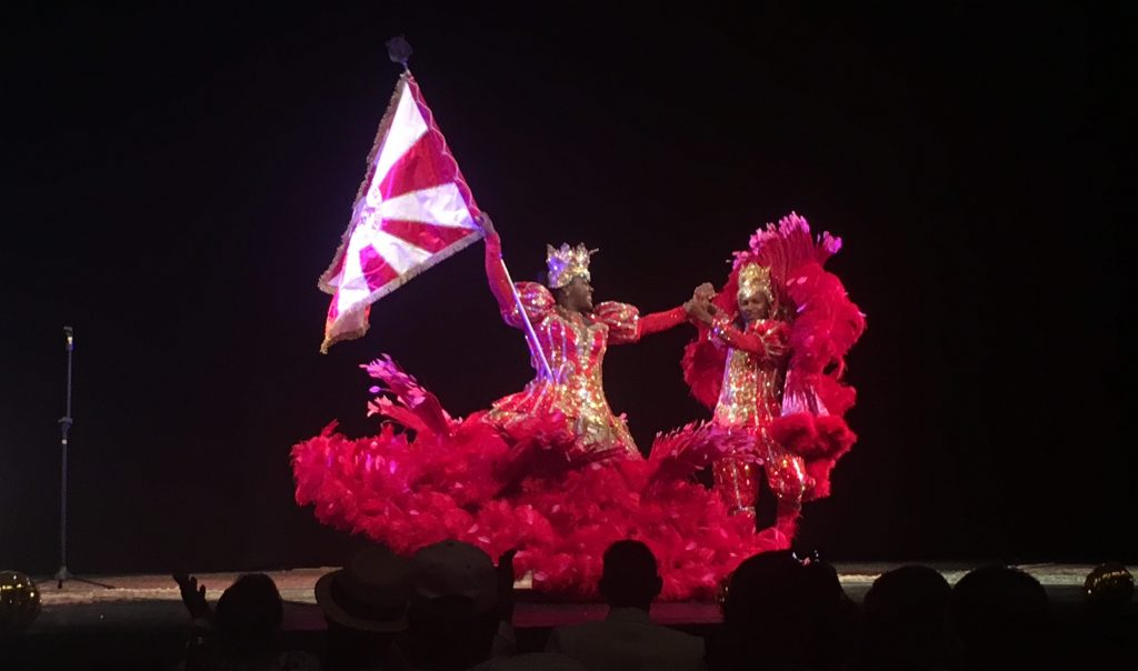 Rodrigo França e Cintya Santos, casal de mestre-sala e porta-bandeira da Porto da Pedra, no Prêmio SRzd Carnaval 2018. Foto: SRzd