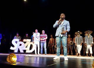 Patrick Carvalho, coreógrafo da comissão de frente da Paraíso do Tuiuti no Prêmio SRzd Carnaval 2018. Foto: SRzd/Eliane Pinheiro