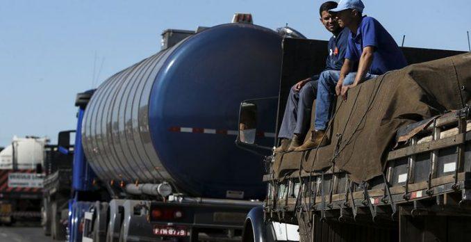 Caminhoneiros protestam contra elevação no preço do diesel. Foto: Agência Brasil