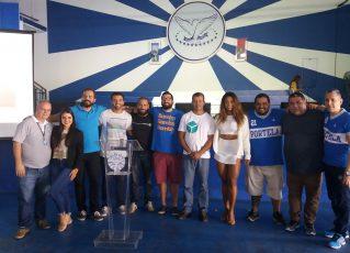 Professores do Ao Cubo e integrantes da Portela celebram sucesso de aulão. Foto: Divulgação