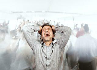 Homem estressado. Foto: Reprodução de Internet