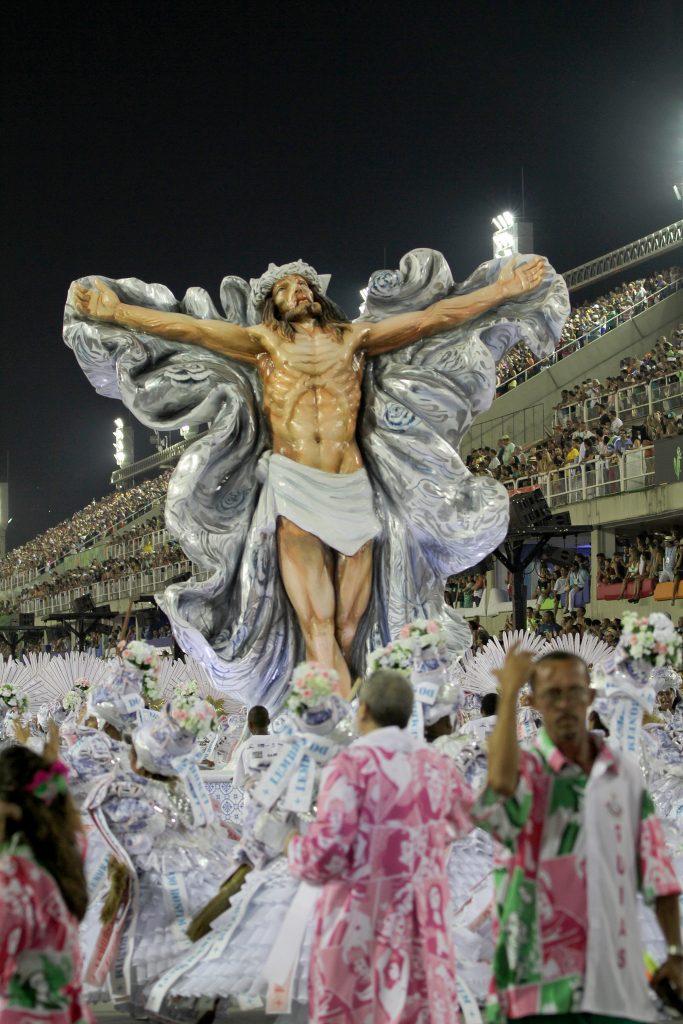 Alegoria de Jesus Cristo no desfile da Mangueira. Foto: Sofie Mentens/Riotur