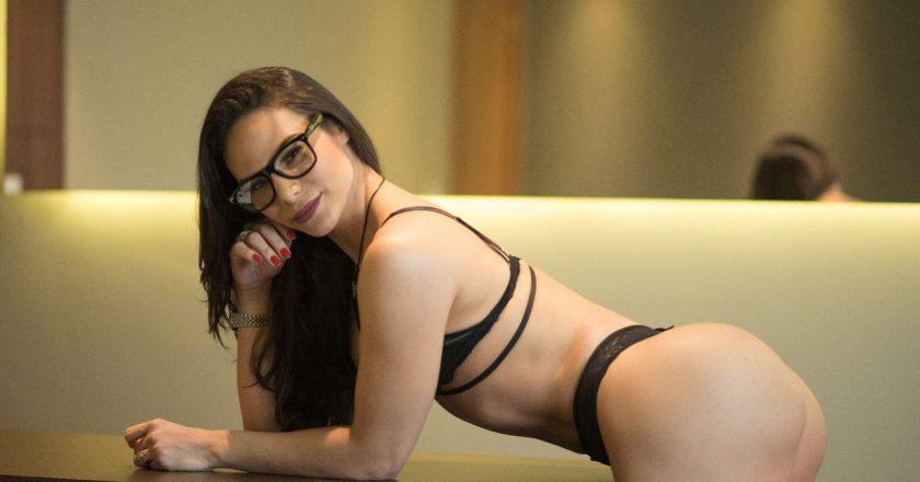 c72fe066e Ex-dançarina do Aviões do Forró agita a internet com ensaio sensual