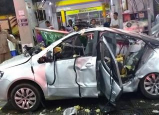 Acidente carro em São Gonçalo. Foto: Twitter