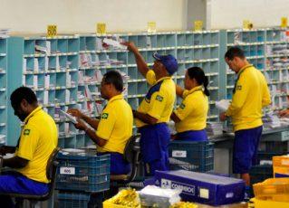 Carteiros trabalhando. Foto: Reprodução de Internet