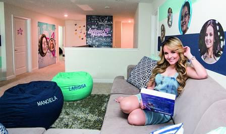 Jogada de marketing   Larissa Manoela aluga casa nos EUA para fãs ... 3dc23aa46a