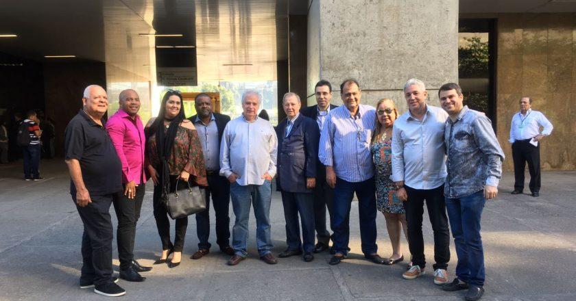 Presidentes de escolas de samba e presidente da Liesa, Jorge Castanheira, antes de reunião com prefeito Marcelo Crivella. Foto: Max Gomes