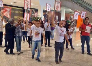 Sindicato faz manifestação com apitaço em shopping no Rio. Foto: Reprodução