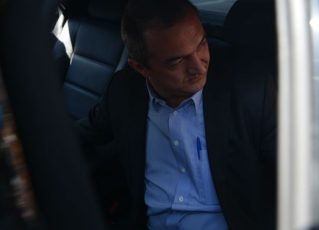 Saída do empresário Joesley Batista, dono da JBS, da sede Superintendência da Polícia Federal após prestar depoimento (Rovena Rosa/Agência Brasil)