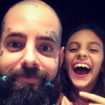 Tico Santa Cruz com sua filha. Foto: Reprodução/Facebook