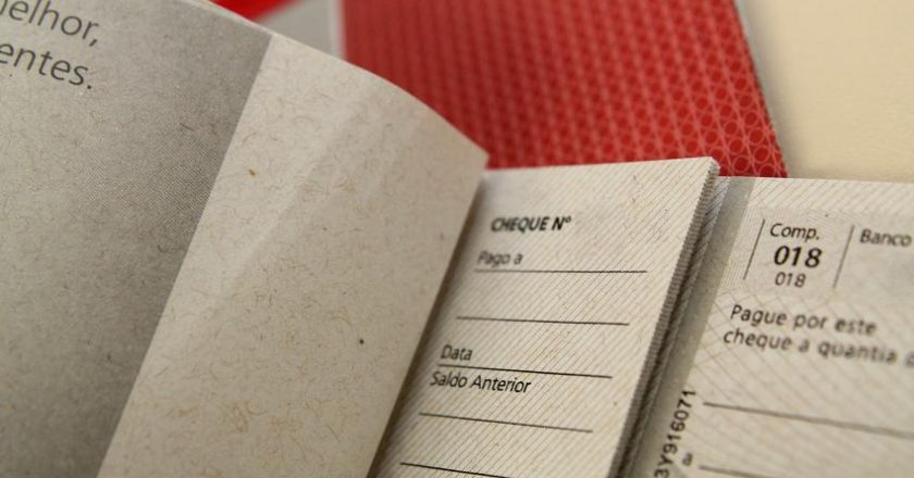 Cheque. Foto: Marcos Santos/USP Imagens