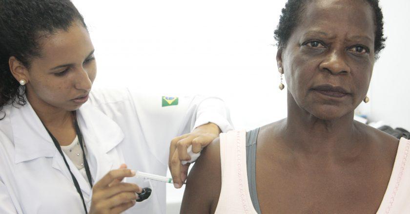 Vacinação. Foto Sergio Vieira de Mello/Divulgação - Prefeitura do Rio