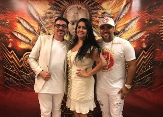 Da esquerda para direita: carnavalesco Alex de Souza, presidente Regina Celi e diretor de carnaval Igor Leal. Foto: Max Gomes