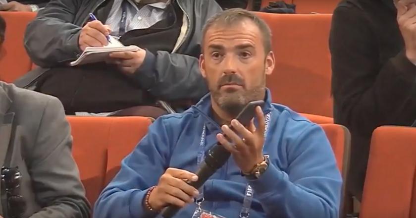 Pedro Morata usa tradutor de celular durante coletiva com seleção francesa. Foto: Reprodução/Youtube