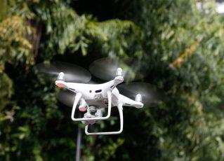 Funcionários de diversos setores da prefeitura serão treinados para operar os drones. Foto: Tânia Rêgo/Agência Brasil