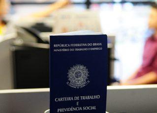 Carteira de trabalho. Foto: Pedro Ventura/Fotos Públicas