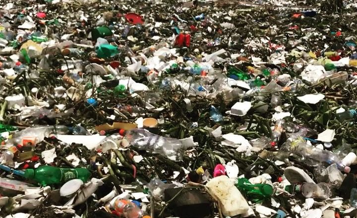 Praia poluída por lixo na República Dominicana. Foto: Reprodução/Instagram