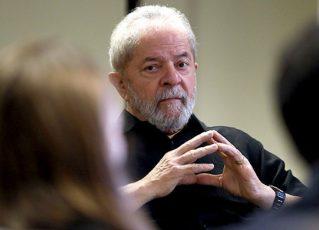 Lula em reunião com advogados. Foto: Reprodução de Internet