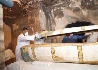 Sarcófago encontrado recentemente no Egito. Foto: Reprodução/Ministério de Antiguidades do Egito