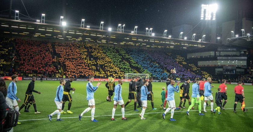 Torcida do Watford montou um mosaico de arco-íris. Foto: Reprodução/Twitter