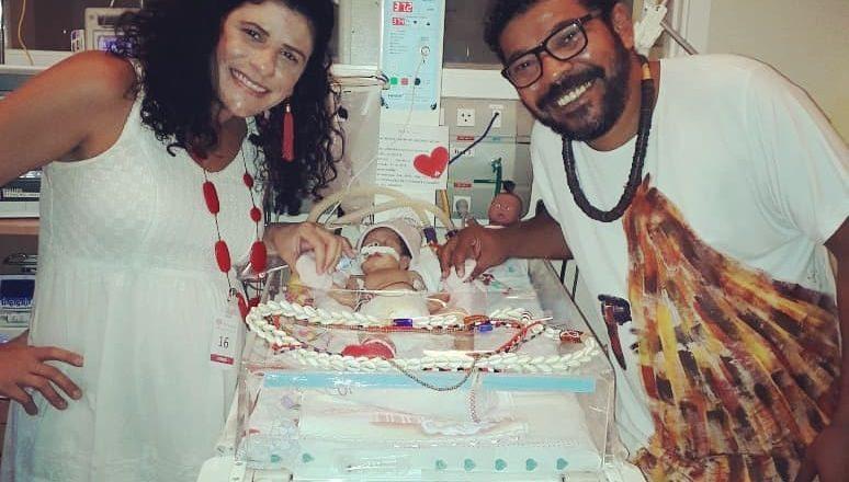 A jornalista Déborah Nicchio Sathler e Tunico da Vila ao lado da filha Madalena. Foto: Reprodução/Instagram