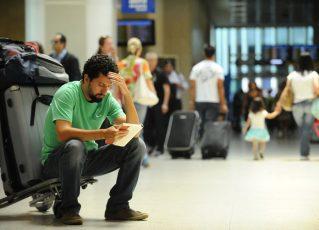 Passageiro aguarda embarque. Foto: Arquivo/Agência Brasil