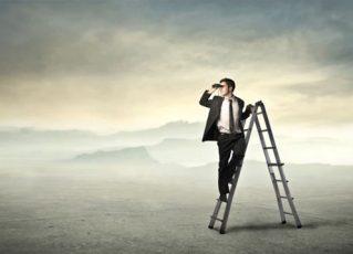 Homem usa binóculos. Foto: Ilustração
