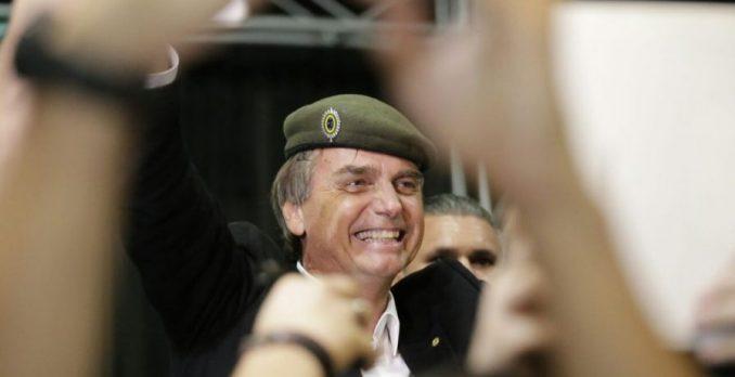Jair Bolsonaro e militares. Foto: Tânia Rego/Agência Brasil