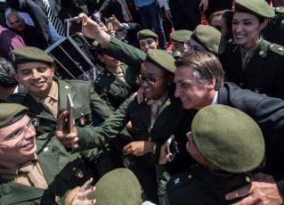 Jair Bolsonaro e militares. Foto: Fernando Frazão/Agência Brasil