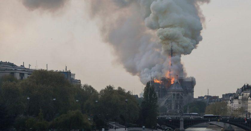Fogo na Catedral de Notre Dame, em Paris. Foto: Reprodução/TV Globo