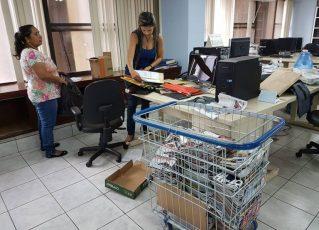 Profissionais vão esvaziando o escritório onde funcionava a sucursal da revista IstoÉ em Brasília. Foto: Reprodução/Rudolfo Lago