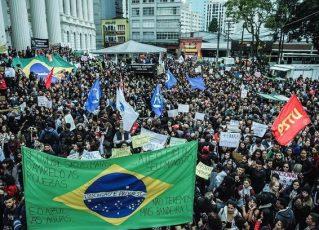 Alunos e professores de todo o Brasil fazem paralisações. Foto: Divulgação/UNE