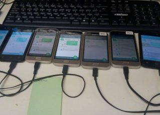 Celulares usados para enviar mensagens no WhatsApp em massa. Foto: Reprodução