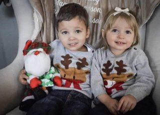 A bebê Hannah com seu irmão biológico Greyson. Foto: Reprodução
