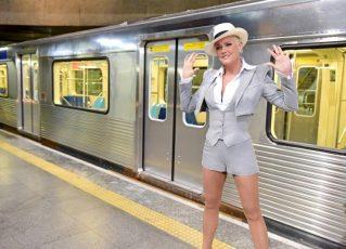 Xuxa Menenghel vai à estação Sé do Metrô de São Paulo para gravar nova abertura do Dancing Brasil. Foto: Blad Maneghel/Record TV
