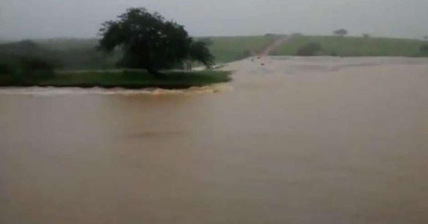 Barragem se rompe e inunda cidade na Bahia com água e lama. Foto: Reprodução de Internet