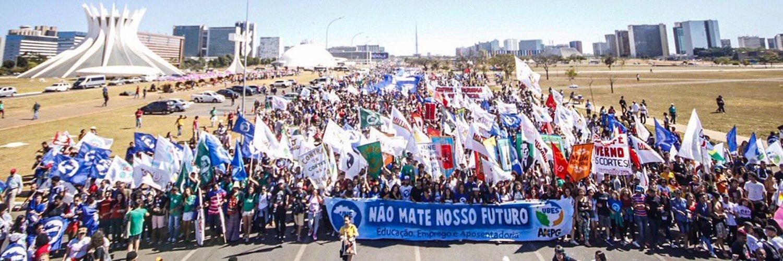 Estudantes fazem manifestação. Foto: Karla Boughoff/Cuca da UNE
