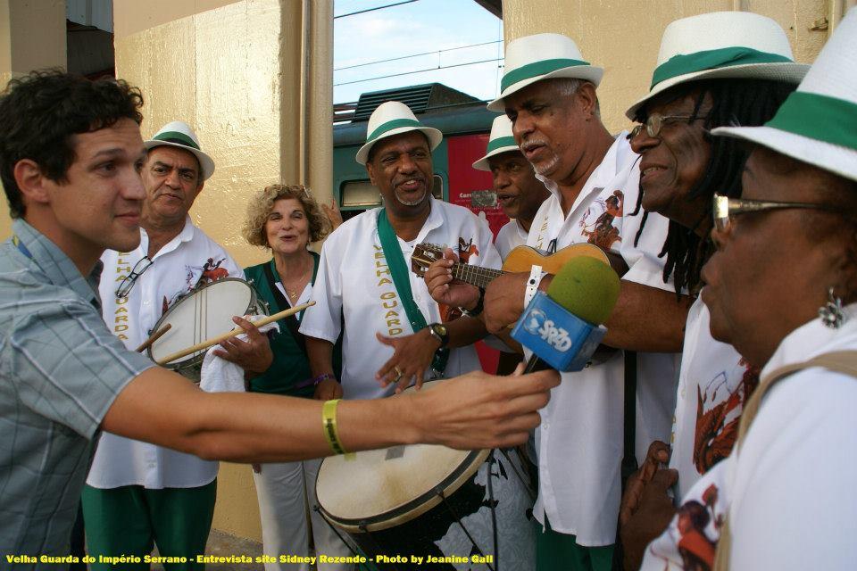 Ivan Milanez com a Velha Guarda Show do Império Serrano. Foto: SRzd