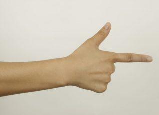 Criança de 13 anos é presa após ameaçar colegas de classe com 'arma de dedo'. Foto: Reprodução de Internet